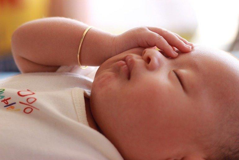 come curare la febbre dei bambini