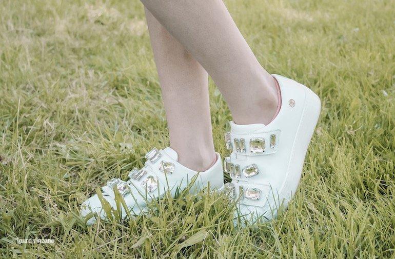 sneakers con strappi e pietre Miss Blumarine