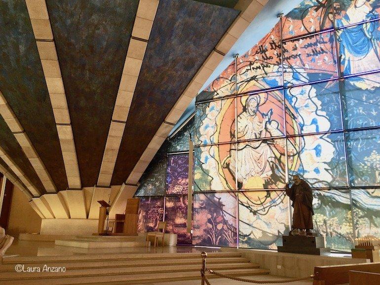 interno chiesa San Pio da Pietralcina