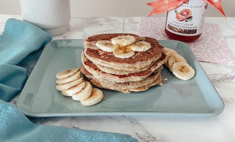 pancake integrale con miele e banane