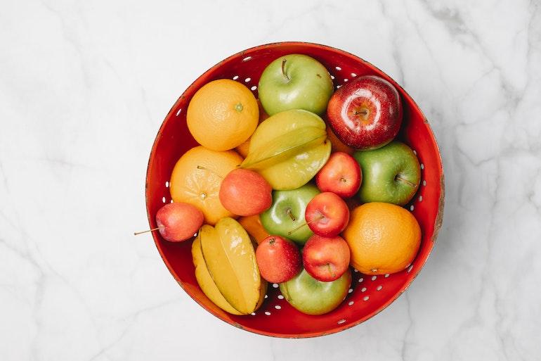 ciotola con frutta fresca mista