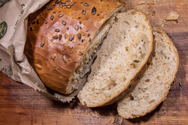 pagnotta di pane integrale a fette